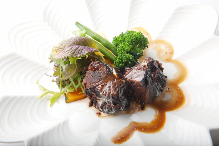 牛ホホ肉の赤ワイン煮込み ~マデラソースと共に~ 1,180円(税別)